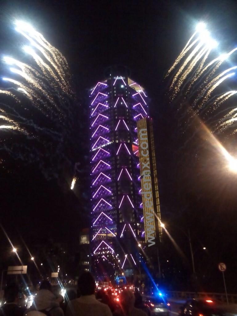 Pirotecnia en la Torre BBVA Bancomer. Foto Lyla T.
